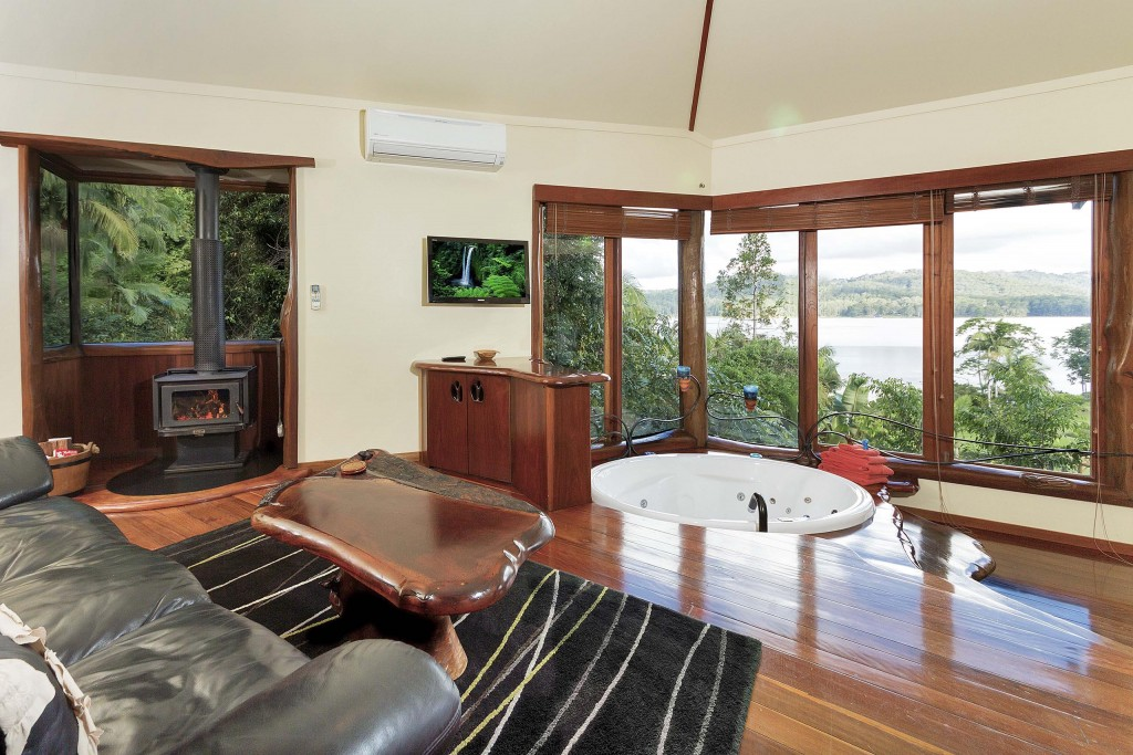 sunshine coast hinterland accommodation