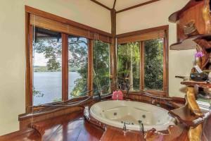 luxury treehouses maleny