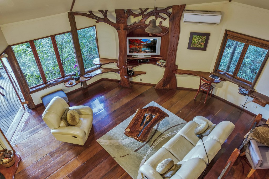 Penthouse Treehouses - Secrets on the Lake Maleny Accommodation