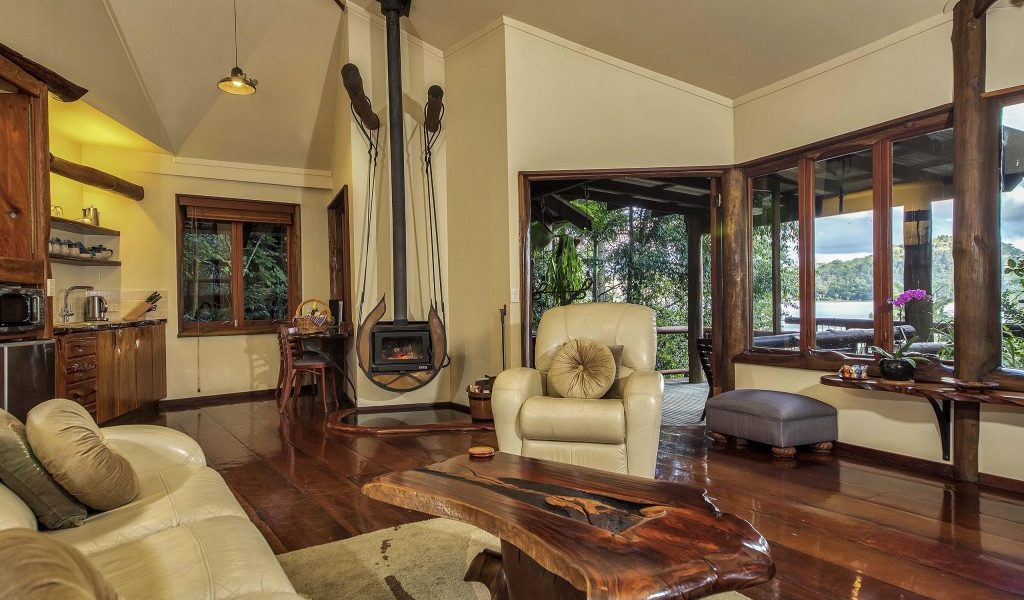 Penthouse Treehouses - Secrets on the Lake Maleny Accommodation